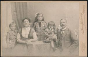 cca 1905 Esztergom, Albrecht Ferencz fényképészeti és festészeti műtermében készült, keményhátú, vintage fotó, 10,8x16,2 cm