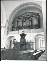 Balla Demeter (1931-2017): Debreceni Nagytemplom belső tere, pecséttel jelzett fotó, 24×18 cm