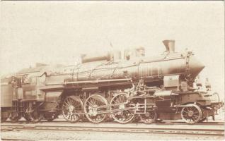 A Magyar Királyi Államvasutak (MÁV) 301. sorozatú gőzmozdonya. Kiadja a Gőzmozdony Szaklap / Hungarian State Railways locomotive