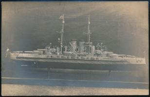cca 1920 Hadihajó modellje, fotólap, 9×14 cm
