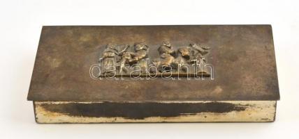 Tevan Margit (1901-1978): Fém doboz, plasztikus figuráls díszítéssel a fedelén, jelzett, kopott, alján rozsdafoltokkal, 9×18×2,5 cm