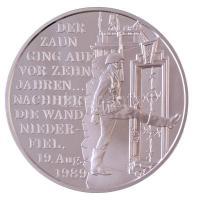 Bognár György (1944-) 1999. A Vasfüggöny lebontásának 10. évfordulójára jelzett Ag emlékérem magyar és német nyelvű tanúsítvánnyal, tokban (31,34g/0.999/42,5mm) T:PP apró fo.
