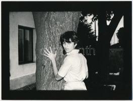 cca 1978 Koller Antal: Aliz, feliratozott, vintage fotóművészeti alkotás, a magyar fotográfia avantgarde korszakából, 18x24 cm