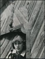 cca 1978 Koller Antal: Kapuban, feliratozott vintage fotóművészeti alkotás, 24x18 cm