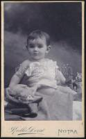 cca 1905 Nyitra, Kallós Dezső fényképész műtermében készült keményhátú vintage fotó, 10,4x6,3 cm