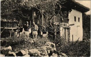 Shkoder, Shkodra, Scutari, Skutari (Shqypenie); Albanian folklore in front of a house