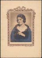 cca 1925 Budapest, Székely Aladár (1870-1940) fényképész műtermében készült, vintage fotó, 11,5x8 cm, karton 22,2x15,8 cm