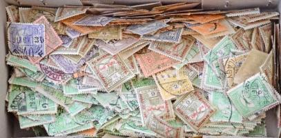 2000 db Turul Hadisegély stb. bélyeg kis dobozban ömlesztve