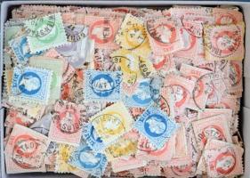 Ausztria 1867 700 db bélyeg és kivágás, átnézetlen anyag kis dobozban / 700 stamps and cuttings, unchecked material in a small box