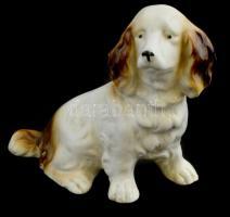 Porcelán kutya, kézzel festett, jelzetlen, apró kopással, 10,5x11 cm