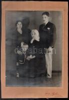 cca 1950 Kolozsvár, Ágoston (?) fényképész műtermében készült, vintage fotó, 23,3x17,5 cm, karton 30x20,5 cm