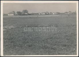cca 1934 Kinszki Imre (1901-1945) budapesti fotóművész pecséttel jelzett vintage fotóművészeti alkotása (Rákos határában), 13x18 cm