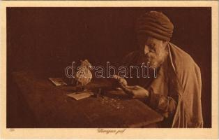 Changeur juif / Jewish man, changer. Judaica (from postcard bookelt)