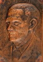 Réz plasztikus fali portré, fa hordozón, hátoldalán ajándékozási sorokkal 1971-ből. 20x13,5 cm