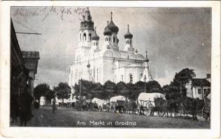 1917 Hrodna, Grodno; Am Markt / street view, church, market vendors (worn corner)