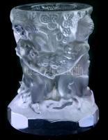 Puttókkal plasztikusan díszített üvege váza, apró kopásnyomokkal, m: 8 cm, d. 6 cm