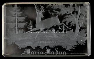 Maria Radna felirattal, erdei részlettel és szarvas figurával csiszolt üveg nehezék, apró karcolásokkal, 10x6x1,5 cm