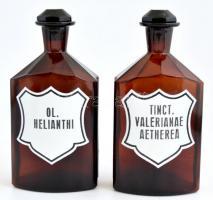2 db barna színű patika üveg, festett Ol. Helianthi és Tinct. Valerianae Aetherea felirattal, aljukon kissé csorba dugókkal, m: 19,5 cm