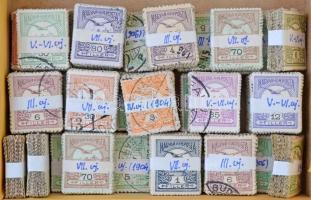 30 db régi kötegelésű Turul bélyeg, olvasható bélyegzésekkel, színváltozatokkal, dobozban