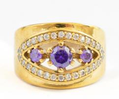 Aranyozott ezüst(Ag) gyűrű lila kövekkel, jelzett, méret: 57, bruttó: 7 g
