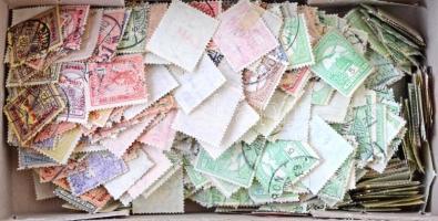 Több száz db Turul bélyeg, benne színváltozatok, szép bélyegzések, dobozban