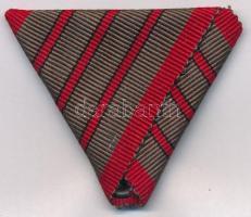 1918. Sebesültek Érme eredeti mellszalagja (három vörös sávval) jó állapotban Hungary 1918. Medal for Soldiers Wounded original ribbon (with three red lanes) in good condition NMK 328/c.