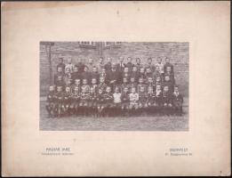 1911 Budapest, Hernád utcai iskola II. elemi osztálya, Magyar Imre fényképész felvétele, 12x20 cm, karton 23,4x30,7 cm