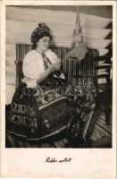 1941 Rokka mellett, Sárközi népviselet, magyar folklór / Hungarian folklore from Sárköz, on the spinning-wheel (fl)