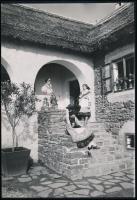 cca 1939 Tihany, népművészeti ház, Eke Mihály budapesti fotóművész pecséttel jelzett, feliratozott vintage fotója, 22,8x15,8 cm