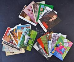Több mint 700 db modern motívum és üdvözlőlap, érdeke, változatos anyag karton dobozban hozzá 19 db Colorvox és külföldi hanglemez képeslap