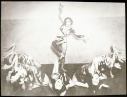 cca 1935 Szentpál Olga (1895-1968) mozgásművészeti csoportjáról készült NEGATÍV, 3,5x4,8 cm