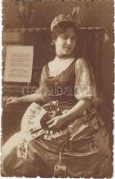 Cigány jósnő magyar kártyával / Gypsy fortune teller with German-suited playing cards. photo