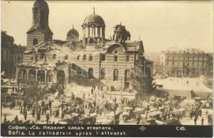 Sofia, La cathedrale apres lattentat / cathedral after the attack, soldiers, ruins