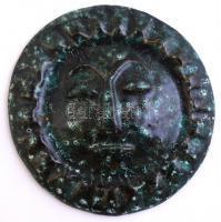 Szoljárai B. Éva: Arc. Mázas kerámia. Jelzett. d: 16 cm