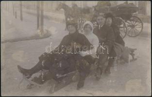 cca 1925 Marosvásárhely, Kántor János fényképész nevével jelzett vintage fotó (szánkó, hintó), 8,8x13,8 cm