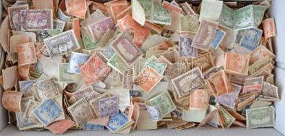 Kb 5.000 db Arató-Parlament bélyeg ömlesztve cipős dobozban, régi hagyatékból, átnézetlen