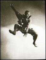 cca 1935 Mozgás- és mozdulatművészet, 1 db NEGATÍV felvétel a Szentpál iskola archívumából (ugrás a magasba), 5x3,6 cm