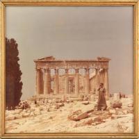 Üvegezett, dekoratív fa keretben fotó, háttérben az Akropolis. Belső méret: 35x36,5 cm