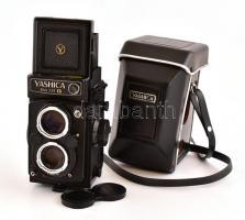 Yashica Mat 124G Yashinon 3,5/80mm objektívvel. Eredti bőr tokkal, válszíjjal, szép állapotban / Yashica Mat 124G Yashinon 3,5/80mm camera with leather case in good condition