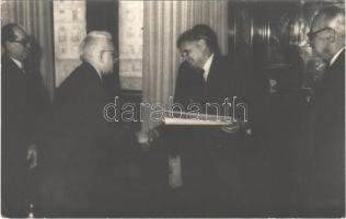 Dobi István elvtárs miniszterelnök és Dr. Ajtai Miklós Orsz. Tervhivatal elnöke oklevelet oszt. photo (EK)