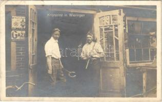1923 Kronprinz Wilhelm von Preußen in Wieringen / Wilhelm, German Crown Prince / Vilmos porosz királyi herceg, 1918 után száműzetése alatt a holland Wieringen szigeten élt, kovácsműhelyben dolgozik a képen