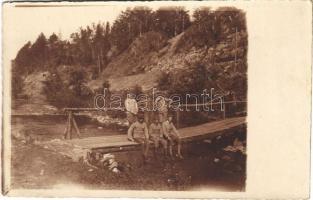 1917 Osztrák-magyar katonák ülnek egy fahídon / WWI Austro-Hungarian K.u.K. military, soldiers sitting on a wooden bridge. photo + A m. kir. 37. honvéd gyalog hadosztály parancsnokság bírósága