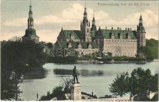 Hillerod, Frederiksborg Slot set fra Torvet / castle