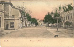 Grado, Piazza / street view, square, dog