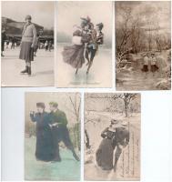 9 db RÉGI téli sport motívum képeslap: korcsolya / 9 pre-1945 winter sport motive postcards: ice skating