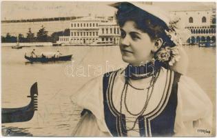 1907 Venezia, Venice; Lady in folk costume (EK)