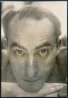 cca 1934 Kinszki Imre (1901-1945) budapesti fotóművész hagyatékából jelzés nélküli vintage fotó (portré), 8,5x5,8 cm