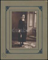 cca 1925 Roth Béla szarvasi fényképész műtermében készült, vintage fotó, 15,2x10,3 cm, karton 25x20 cm