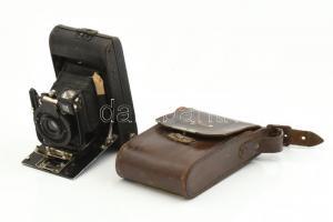 Ernemann Bob I összecsukható fényképezőgép Ernar 6,3/80 mm objektívvel, hiányzó támasztó pöcökkel, sérült bőr tokkal / Vintage folding camera