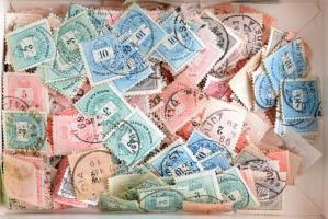 Kb 330 db vegyes krajcáros bélyeg ömlesztve dobozban, átnézetlen